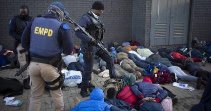Crecen las protestas y la represión en Sudáfrica tras encarcelamiento de expresidente Zuma