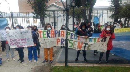Río Gallegos: Gran caravana de las enfermeras y enfermeros autoconvocados junto al sector docente