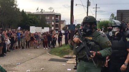 Cientos de detenidos en protestas contra la violencia policial racista en EE. UU.