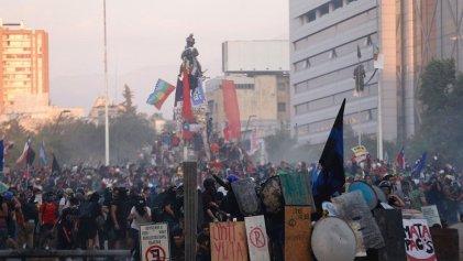 """El Gobierno de Piñera avanza en la represión sobre los manifestantes de la """"primera línea"""""""