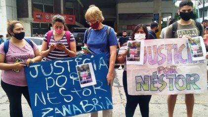 Marchan exigiendo justicia por joven que apareció ahorcado en un calabozo en Quilmes