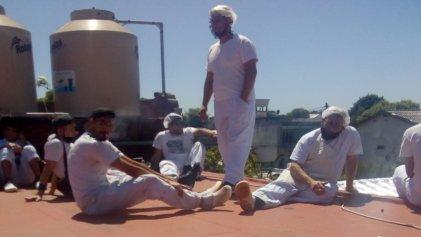Obligan a 25 trabajadores a esconderse en un techo ante inspección