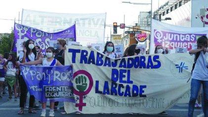 8M: Jornada de lucha con las trabajadoras del Hospital Larcade al frente