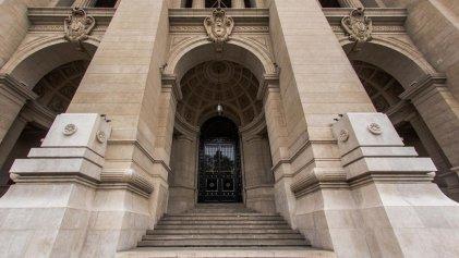 """Ni derechos ni justicia: el DNU, la Corte y la """"república"""" a espaldas de las mayorías"""