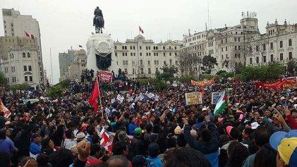 Continúa en Perú la huelga docente contra las evaluaciones punitivas
