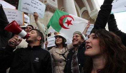 El Ejército argelino busca garantizar una salida a la crisis política