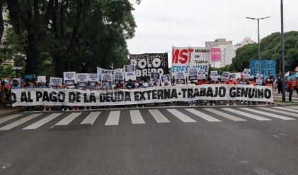 Organizaciones piqueteras movilizaron al centro porteño por trabajo y salario