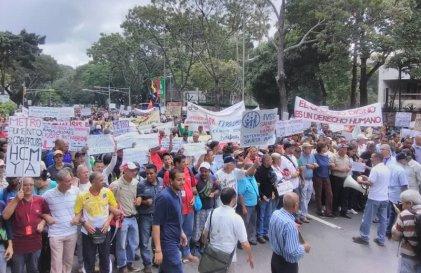 Trabajadores marcharon en Caracas contra el plan de ajuste de Maduro y los empresarios