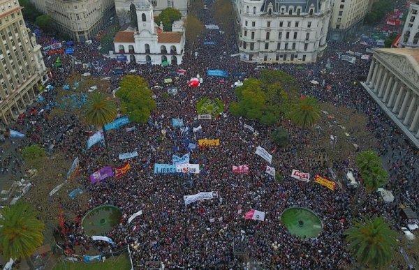 Una multitud reclamó en Plaza de Mayo la aparición con vida de Santiago Maldonado