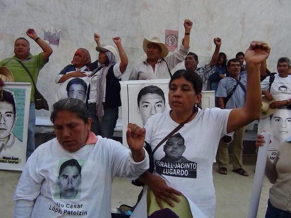 """El """"voto útil"""" al Morena y la lucha por los 43"""